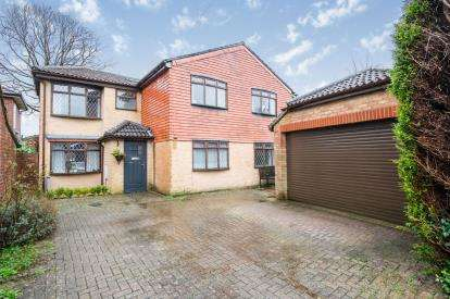 5 Bedrooms Detached House for sale in Clanfield, Hampshire