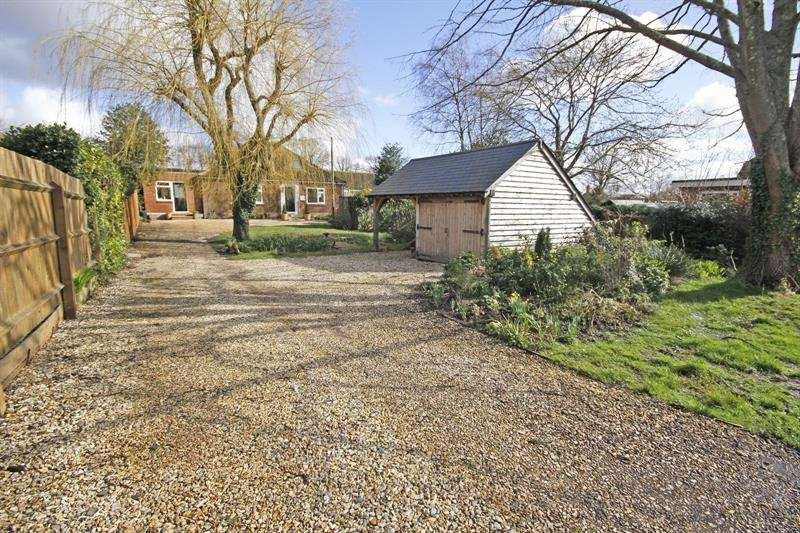 4 Bedrooms Detached House for sale in Brighton Road, Sway, Lymington, Hampshire, SO41