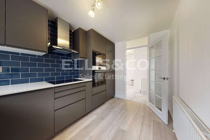 2 Bedrooms Flat for sale in Pallester Court, Wayside, London