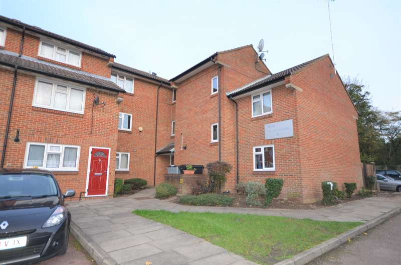 1 Bedroom Flat for sale in 1 BEDROOM FLAT IN NEED OF MODERNISING CLOSE TO PRESTON RD STATION