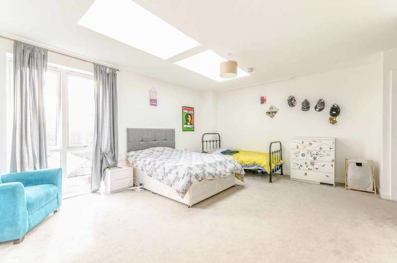 3 Bedrooms Flat for sale in Rope Court, Limehouse, E14