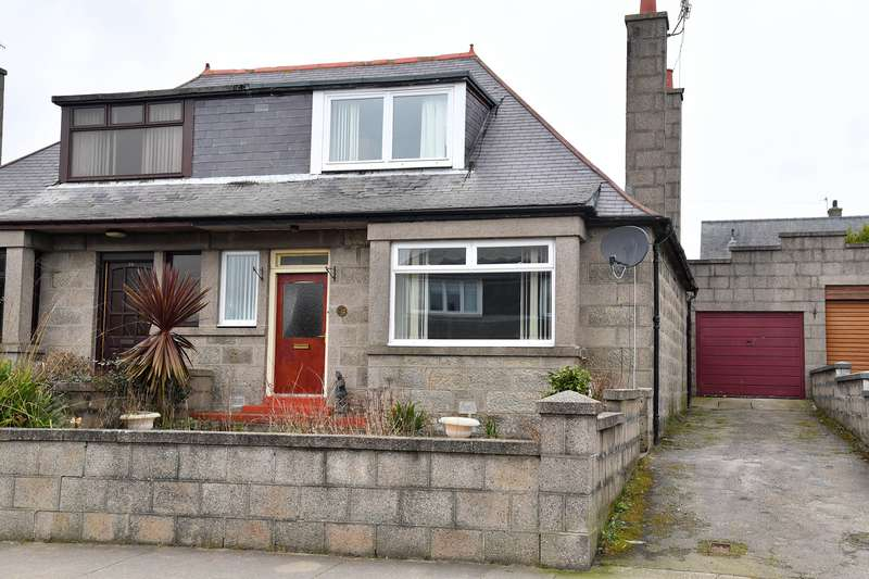 3 Bedrooms Semi Detached House for sale in Queens Road, Fraserburgh, AB43