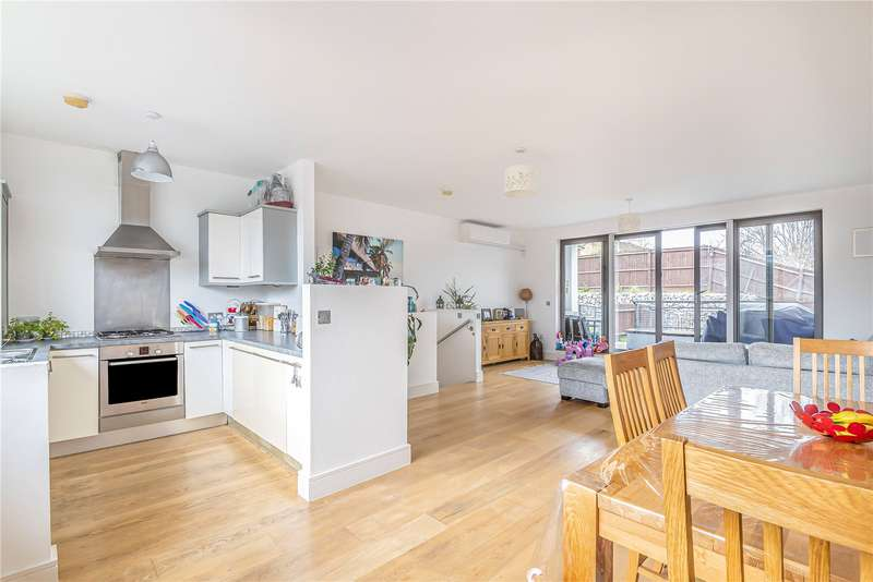 3 Bedrooms House for sale in Compton Terrace, Hermitage Road, London, N4