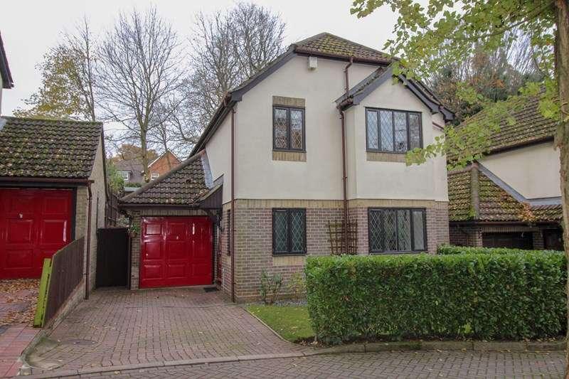4 Bedrooms Detached House for sale in Pinecroft Crescent, Barnet, Hertfordshire, EN5