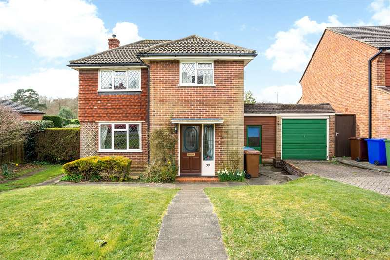 4 Bedrooms Detached House for sale in Rowhill Avenue, Aldershot, Hampshire, GU11
