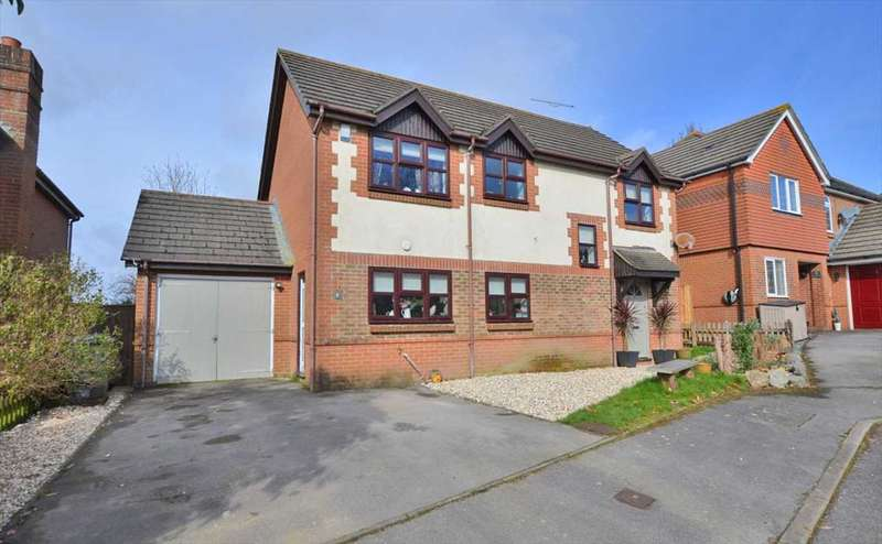 4 Bedrooms Detached House for sale in Lodsworth Close, Waterlooville