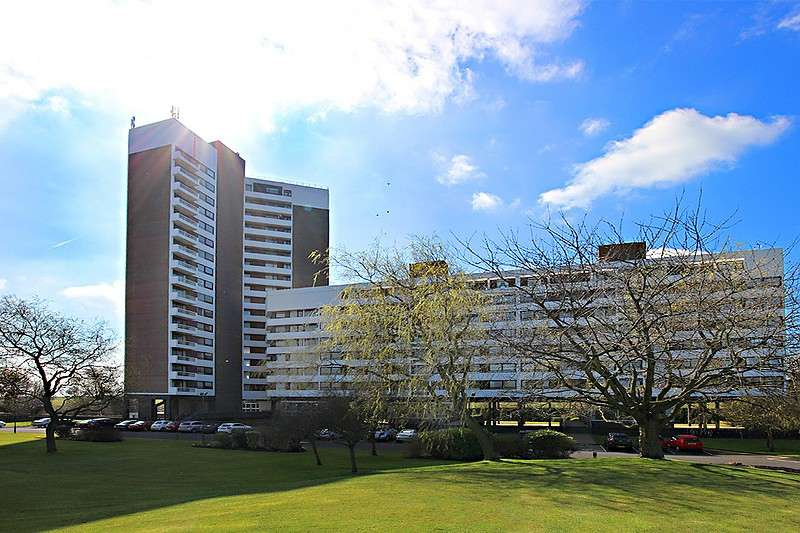 3 Bedrooms Apartment Flat for rent in Montagu Court, Newcastle Upon Tyne