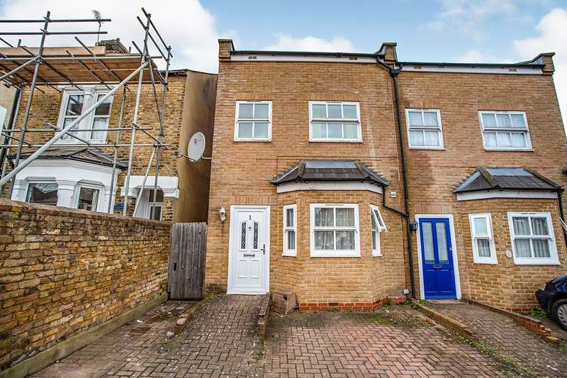 3 Bedrooms Semi Detached House for sale in Harper Mews, Plum Lane, London, SE18