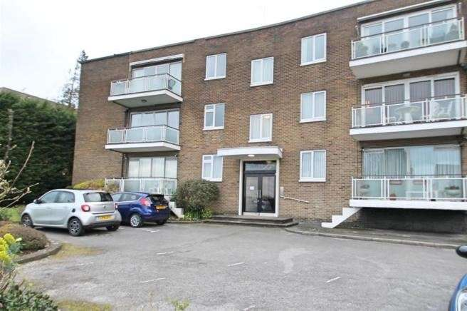 4 Bedrooms Apartment Flat for sale in Hive Road, Bushey Heath, Bushey, Hertfordshire, WD23 1SN
