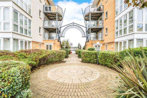 2 Bedrooms Apartment Flat for sale in Emperor House, 42 Hawkeswood Road, Southampton