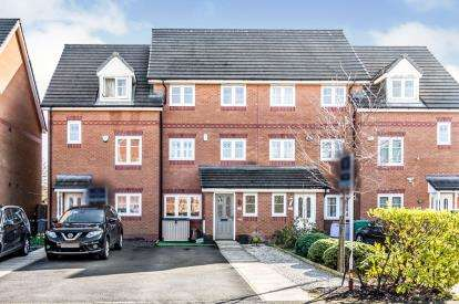 4 Bedrooms Terraced House for sale in Lawnhurst Avenue, Wythenshawe, Manchester, Greater Manchester