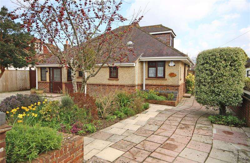 3 Bedrooms Bungalow for sale in Fernhill Road, New Milton, Hampshire, BH25