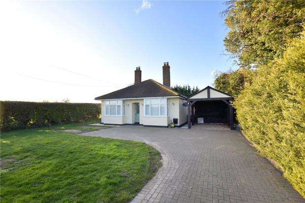 2 Bedrooms Detached Bungalow for sale in Harwich Road, Little Clacton, Clacton-on-Sea