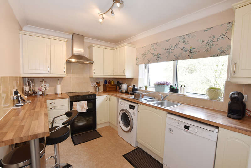 2 Bedrooms Flat for sale in Grandfield Avenue, Watford