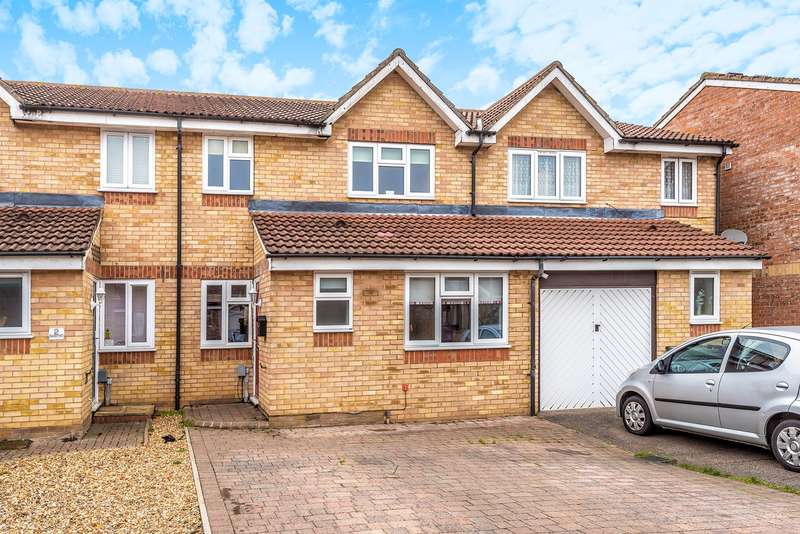 4 Bedrooms Terraced House for sale in Sturrock Way, Hitchin, SG4