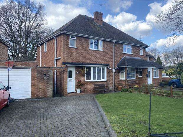3 Bedrooms Semi Detached House for sale in Cripley Road, Farnborough, Hampshire