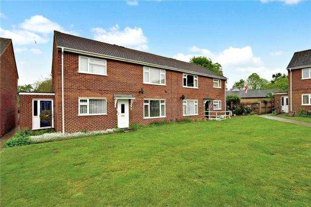 2 Bedrooms Maisonette Flat for sale in Chequers Close, Fenstanton, Huntingdon