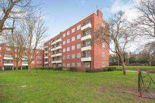 2 Bedrooms Flat for sale in Grierson House, Aldrington Road