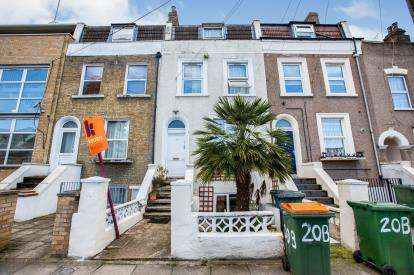 2 Bedrooms Flat for sale in Stratforf, London, England