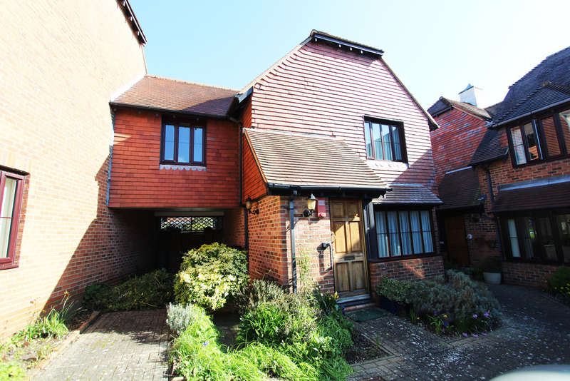 3 Bedrooms Semi Detached House for sale in Upper House Court, Wickham