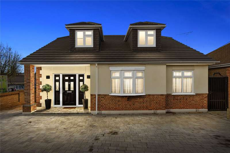 4 Bedrooms Detached Bungalow for sale in The Crescent, Upminster, RM14