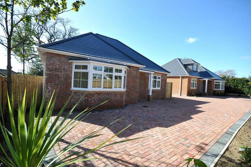 3 Bedrooms Detached House for sale in Woolsbridge Road, St Leonards, Ringwood, BH24 2LS