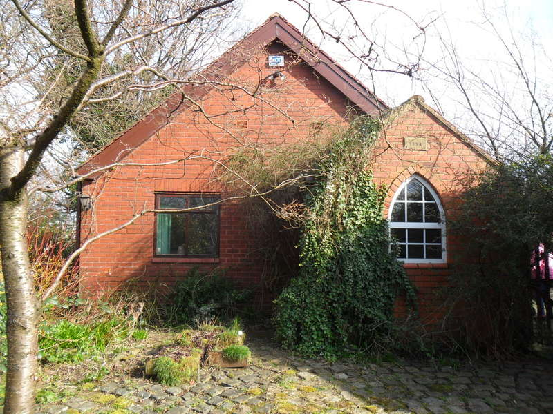2 Bedrooms Detached Bungalow for sale in Old Mills Hill, Middleton, Manchester