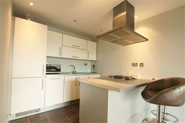 1 Bedroom Flat for sale in Queen Mary Avenue, South Woodford E18