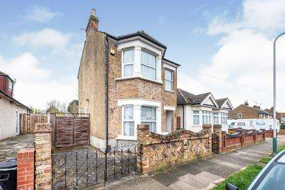 3 Bedrooms Detached House for sale in Mawneys, Romford, Havering
