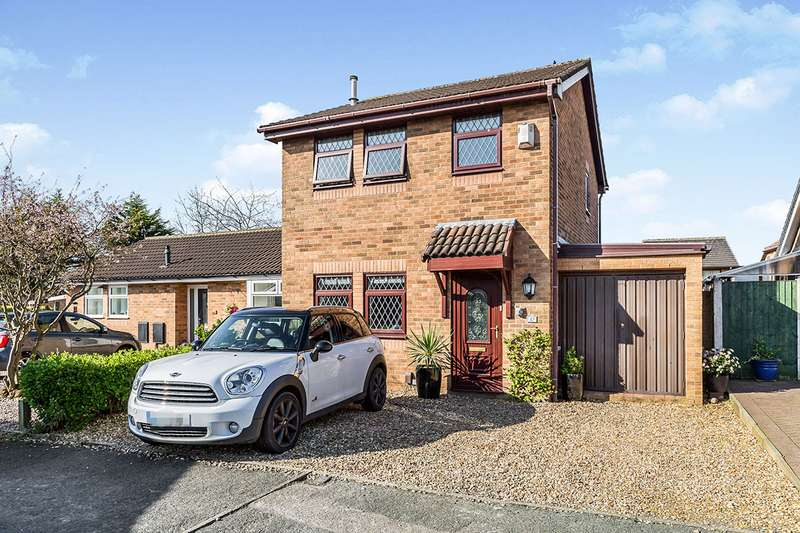 3 Bedrooms Semi Detached House for sale in Rothwell Court, Leyland, Lancashire, PR25