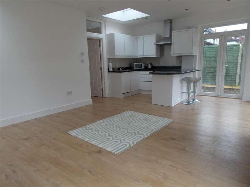 5 Bedrooms Maisonette Flat for rent in Roehampton Vale, London