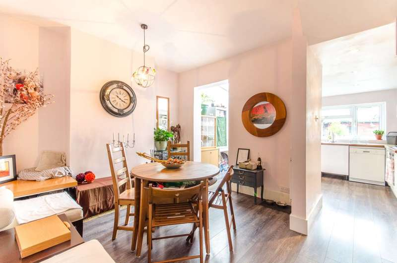 2 Bedrooms Semi Detached House for sale in Northbank Road, Walthamstow, E17