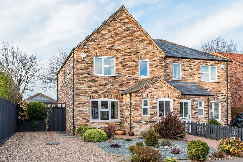 3 Bedrooms Semi Detached House for sale in Oaktree Meadow, Horncastle, Lincs, LN9 5PG