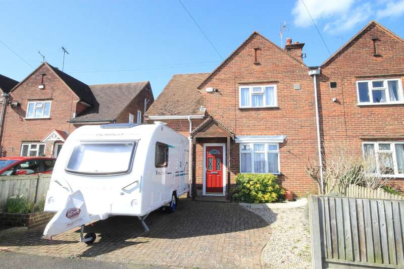 3 Bedrooms Semi Detached House for sale in Makenade Avenue, Faversham