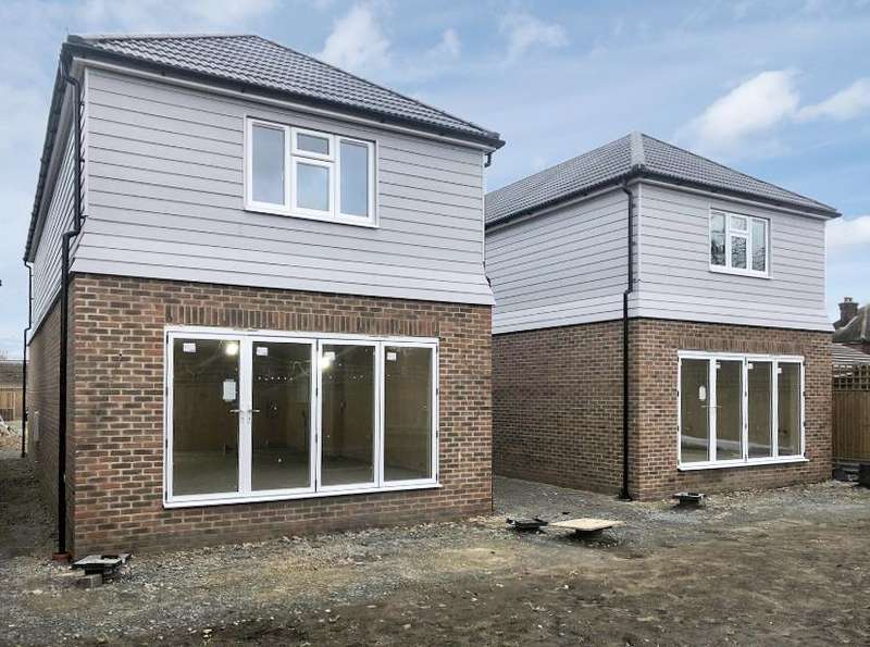 4 Bedrooms Detached House for sale in Robin Close, Vicarage Road, Sittingbourne