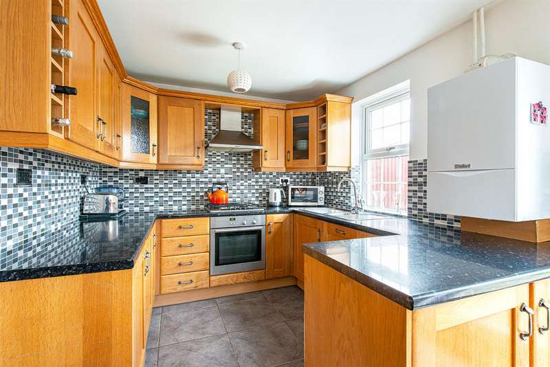 3 Bedrooms End Of Terrace House for sale in Grovehurst Road, Kemsley, Sittingbourne