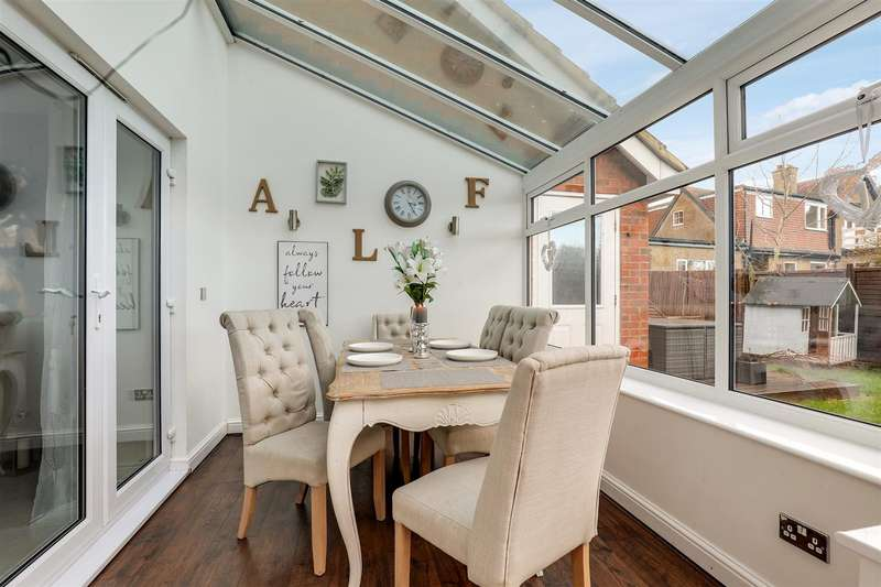 3 Bedrooms Detached House for sale in Lady Winter Drive, Minster On Sea, Sheerness