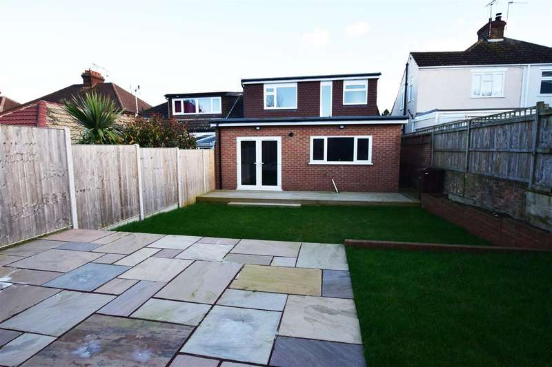 5 Bedrooms Semi Detached Bungalow for sale in Maidstone Road, Gillingham