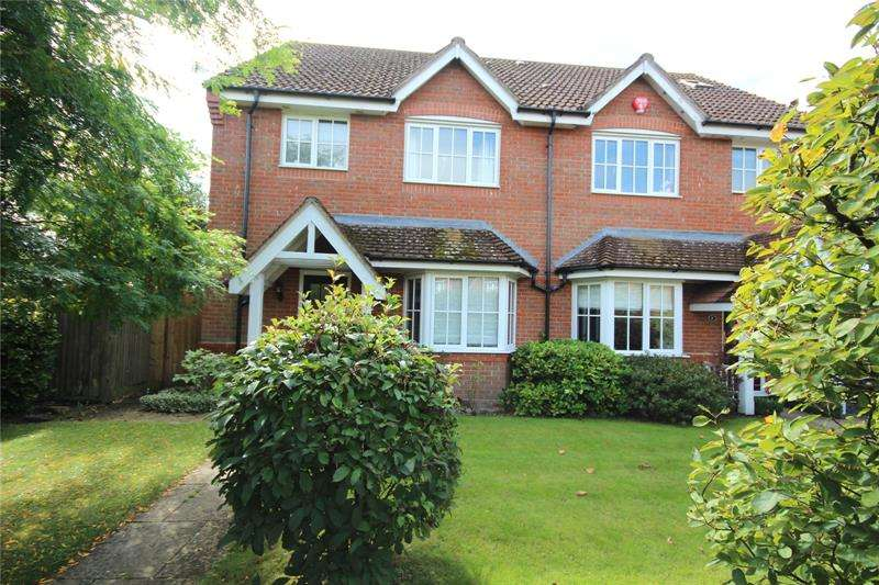 4 Bedrooms Detached House for sale in Shires Close, Ringwood, Hampshire, BH24