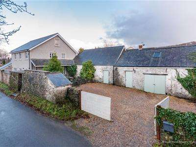 5 Bedrooms Detached House for sale in Abbey Road, Ewenny