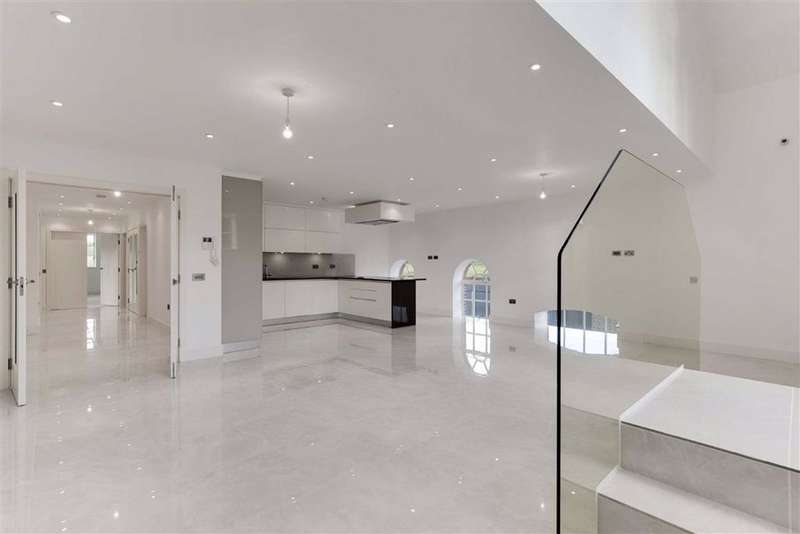 3 Bedrooms Apartment Flat for sale in Antlia Court, Enfield, Middlesex