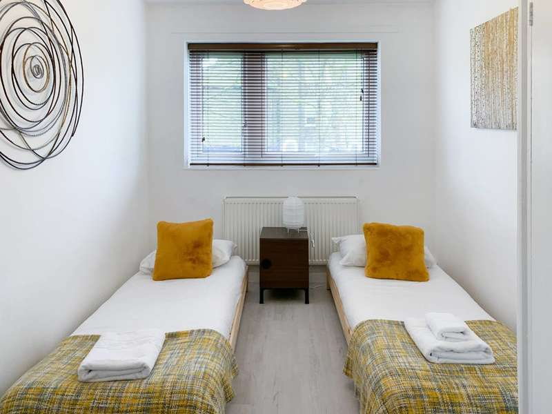 2 Bedrooms Flat for rent in Friary Estate, Peckham, SE15