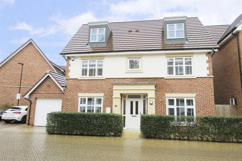 5 Bedrooms Detached House for sale in Truesdales, Ickenham, UB10