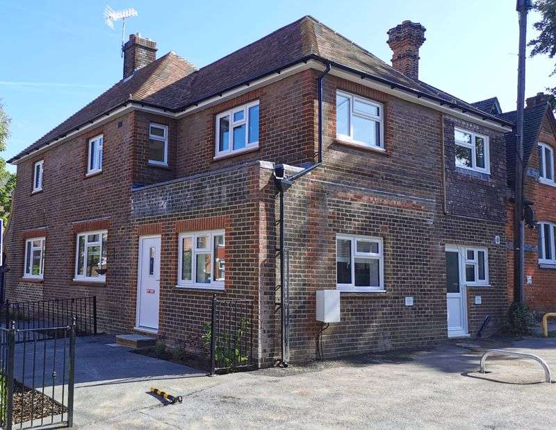 2 Bedrooms Property for sale in Shipbourne Road, Tonbridge