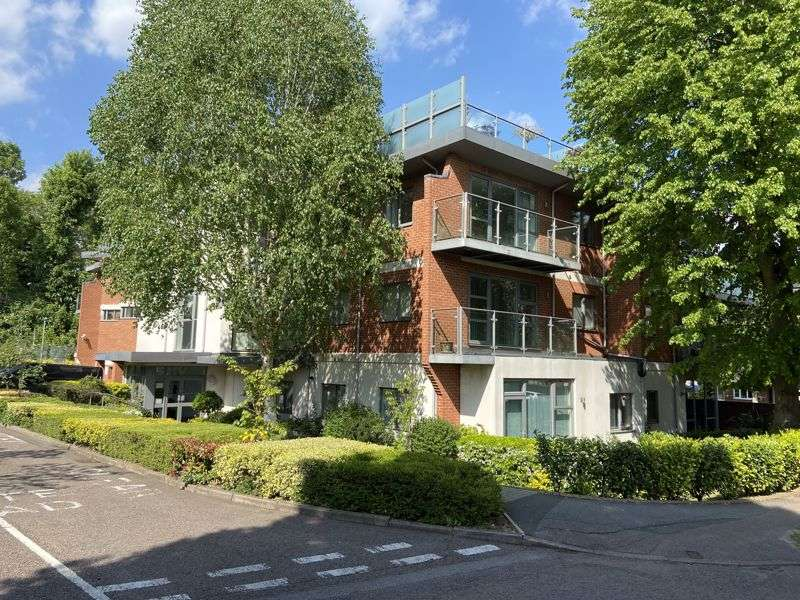 3 Bedrooms Property for sale in The Cloisters, Rickmansworth, WD3