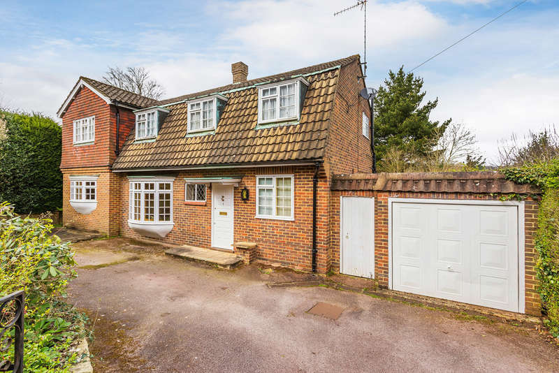 4 Bedrooms Detached House for sale in Detillens Lane, Oxted