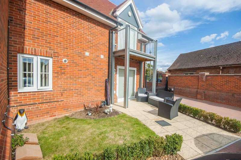 2 Bedrooms Ground Flat for sale in Church Court, Church Road, Boreham, Chelmsford, CM3