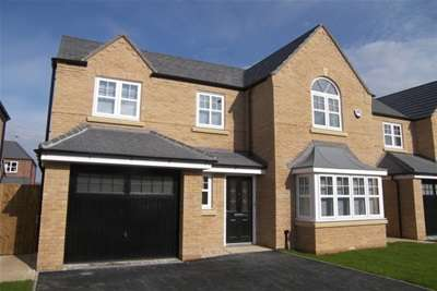 4 Bedrooms House for rent in Faulkner Crescent, St Annes, FY8 3FL