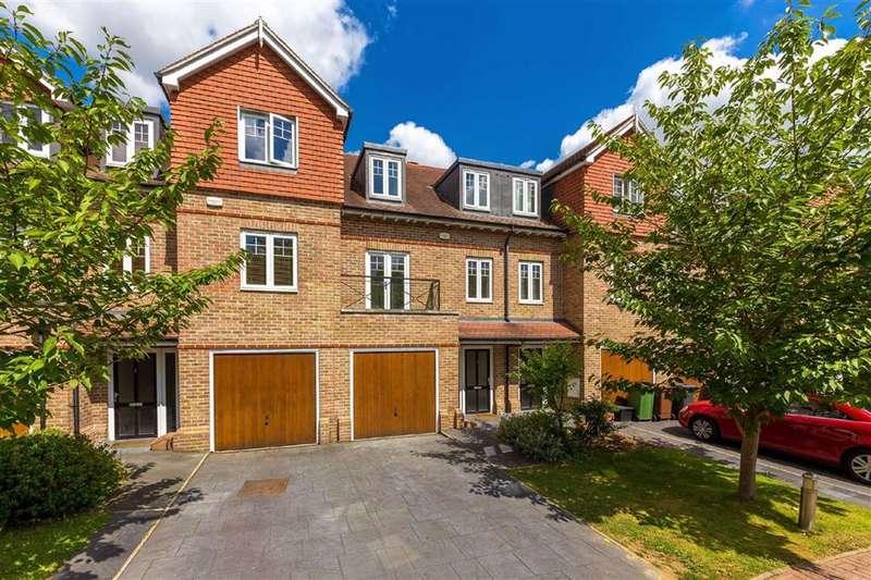 3 Bedrooms Property for rent in Highbridge Close, Radlett, Hertfordshire - WD7 7GW
