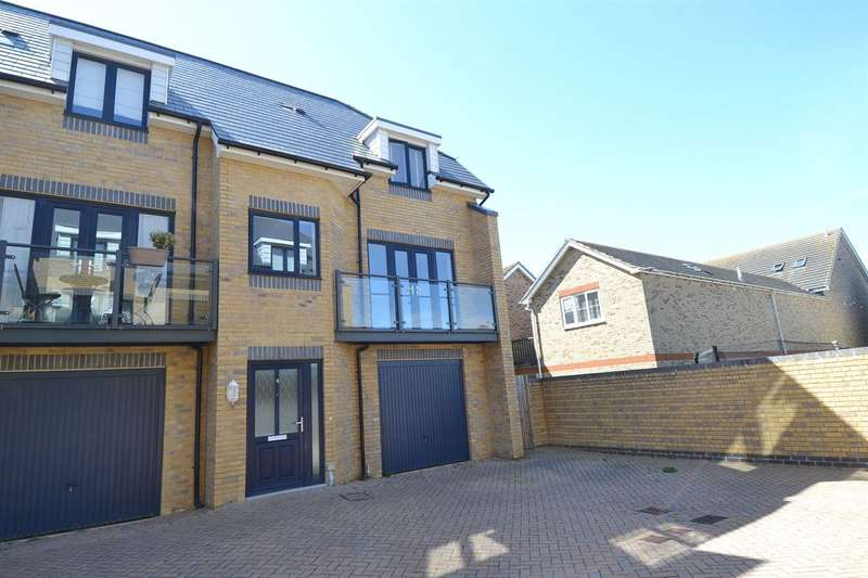 2 Bedrooms Semi Detached House for sale in Barton Mews, Whitstable